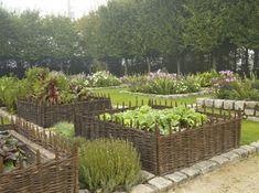 Co postavit na zahradu? Zkuste vyvýšený záhon z palet nebo proutí – Tam, kde bydlime - 15,1M