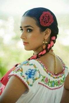Brunette Close To Body And Soul Cimarrona Costa Chica Mine By Ho se - Morena c. Mexican Costume, Mexican Outfit, Mexican Dresses, Mexican Halloween, Mexican Clothing, Beautiful Mexican Women, Beautiful People, Beautiful Women, Mexican Art