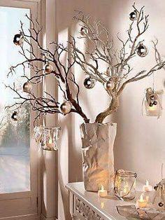 decoración navideña,  rama con esferas