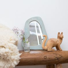 A sweet little shop scene. Bench by @the_wood_butcher, mirror by @morgspeck, hide from @shepherdesshides , lucky wooden cat NFS, jasmine from one of the many blooming street corners in the neighborhood.