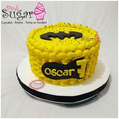 P339 torta batman @pinksugar_pasteleriacreativa 💑💑😍😘#pinksugar #cupcakes #barranquilla #pasteleria #reposteriacreativa #tortas #fondant #reposteriabarranquilla #happybirthday #vainilla #cake #baking #galletas #cookies #buttercream #vainilla #oreo #cupcakesbarranquilla #brownie #brownies #chocolate #tortasbarranquilla #toppersbarranquilla #batmancake #batman