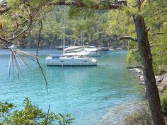 Yachts at anchor in Deep Bay