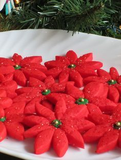 how to make Shortbread Christmas Poinsettia Cookies with Green Centers and Gold Jimmies from @vanillabeanbkr