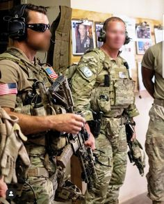 Special Forces Gear, Military Special Forces, Military Love, Military Gear, Military Weapons, Delta Force Operator, Special Operations Command, Combat Gear, Military Pictures