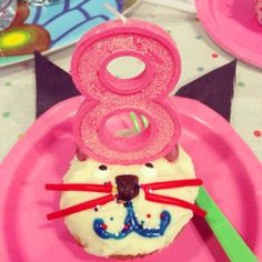 My daughter's cat-themed birthday party. Birthday girl's cupcake. Cat Birthday, Birthday Parties, Cats And Kittens, Birthday Candles, Cupcake, Daughter, Party Ideas, Crafts, Anniversary Parties