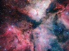 A espetacular Nebulosa de formação de estrelas Carina foi capturada em grande detalhe pelo Telescópio VLT no Observatório do Paranal do ESO. Esta foto foi tirada com a ajuda de Sebastián Piñera, presidente do Chile, durante a sua visita ao observatório a 5 de junho de 2012 e lançada por ocasião da inauguração do novo telescópio em Nápoles a 6 de dezembro de 2012.