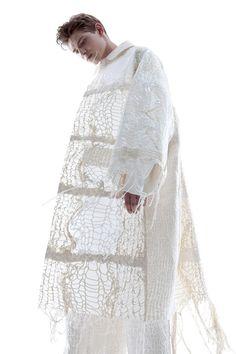 Experimental Fashion Design - oversized knitted coat; sculptural fashion // Ka Wa Key SS16