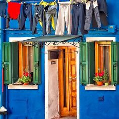 Door n windows in Burano, Veneto_ Italy Green Design, Colourful Buildings, Colorful Houses, Photos Voyages, World Of Color, Architecture, Windows And Doors, Italy Travel, Tuscany
