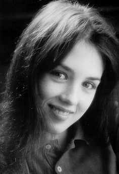 Isabelle Adjani Isabelle Adjani, Beautiful Celebrities, Beautiful Actresses, Celebrity Twins, French Women Style, Culture Art, Camille Claudel, I Believe In Angels, Hair Shades