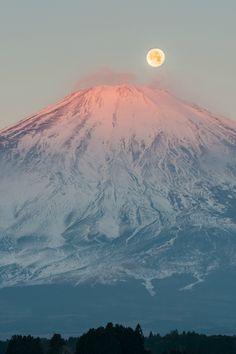 "expressions-of-nature: by Shinichiro Saka Red. expressions-of-nature: ""by Shinichiro Saka Red Fuji and Full moon, Japan """