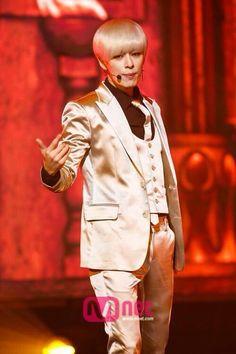 [News Pic] 141016 #보이프렌드 Donghyun at M! Countdown #WITCH (cr: Mnet)