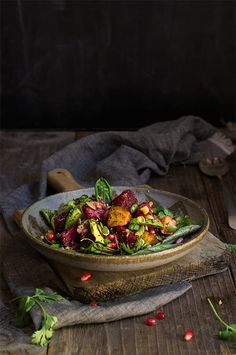 Roasted beets pomegranate and kaniwa salad - sweet roasted corn and crunchy pepitas creamy avocado f Roasted Corn, Roasted Beets, Food Photography Styling, Food Styling, Healthy Eating Recipes, Diet Recipes, Shrimp Recipes, Turkey Recipes, Soup Recipes
