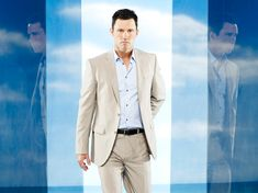 Burn Notice - TV Series, Spy Show, Characters, Schedule, Videos & Photos - USA NETWORK - USA Network