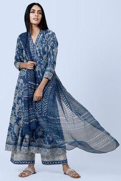 Buy Designer Wear Online - Her Crochet Designer Kurtis, Indian Designer Suits, Designer Dresses, Ethnic Outfits, Indian Outfits, Fashion Outfits, Kurta Designs Women, Kurti Neck Designs, Pakistani Dress Design
