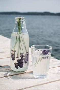 How to make lavender lemonade http://flora-inspiro.blogspot.se/2015/07/lavender-lemonade-by-sea-lavendellemonade.html