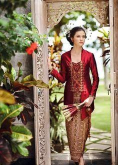 Perkembangan dunia mode jaman sekarang, telah berkembang sangat pesat, termasuk baju kebaya kutu baru. Kebaya kutu baru, katanya berasala da...