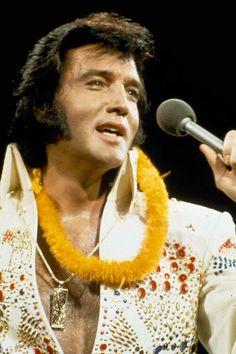 ELvis - Aloha from Hawaii 1973 Elvis Presley Concerts, Elvis Presley Family, Elvis In Concert, Elvis Presley Photos, Elvis Aloha From Hawaii, Aloha Hawaii, Chuck Berry, Star Wars, Celebs