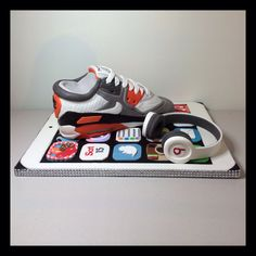 My friend Zeph made this cake :) Nike Air Max trainer Cake sits on an iPad board with a set of beats by Dr Dre headphones. All edible all handmade. Teen Cakes, Cakes For Boys, Kid Cakes, 18th Birthday Cake, Birthday Fun, Birthday Ideas, Shoe Cakes, Cupcake Cakes, Cupcakes