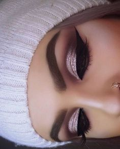 How pretty is this? Gorgeous glam by ? Love the shimmery eyes & winged liner! Perfect look for any occasion! Our luxurious mink lashes make the perfect gifts for every glam girl! Order t Eye Makeup Tips, Smokey Eye Makeup, Eyeshadow Makeup, Makeup Brushes, Makeup Ideas, Makeup Tutorials, Smoky Eye, Makeup Goals, Daily Makeup
