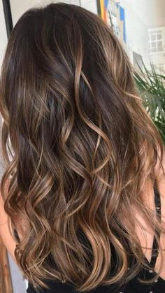 37 Sweet Caramel for 2019 Balayage is an alternative technique to traditional salon highlighting with foils. Your colorist can literally paint highlights precisely where the sun would actually hit your hair. Caramel balayage on black hair can. Caramel Balayage Highlights, Brown Hair Balayage, Hair Color Balayage, Caramel Balayage Brunette, Balayage Highlights Brunette, Balayage Hair Brunette Caramel, Highlights For Brunettes, Brunette Highlights Summer, Bayalage Caramel