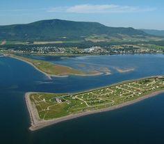 Ville de Carleton-sur-Mer | Hébergement Trois Rivieres, Voyager Loin, Destinations, Canada, Le Havre, Quebec, Golf Courses, Photos, River