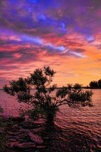 A spectacular sunrise dawns over Lake Eufaula in eastern Oklahoma.