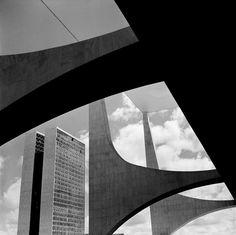 Skyscraper built by the Brazilian architect, Oscar Niemeyer, and the town planner, Lucio Costa. Brasilia, Brazil. 1960. © #ReneBurri