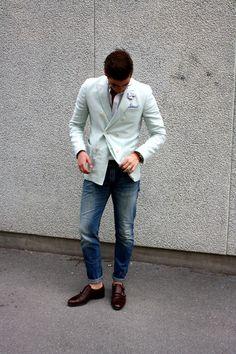 Nice outfit, no socks