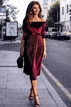 a maroon set off shoulder velvet top + pleated midi skirt with high heels end Stylish Dresses, Women's Fashion Dresses, Sexy Dresses, Evening Dresses, Latest Fashion For Women, Womens Fashion, Style Fashion, Fashion Beauty, Vestidos Sexy