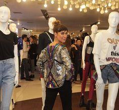 Fernanda Paes Leme aposta em look brilhante para lançamento da C&A
