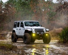 Lifted Jeep Wrangler Rubicon JL on the trail. Lifted Jeep Rubicon, Jeep Trails, Jeep Wave, Jeep Mods, Jeep Jl, Custom Jeep, Cool Jeeps, Jeep Wrangler Rubicon, Jeep Gladiator