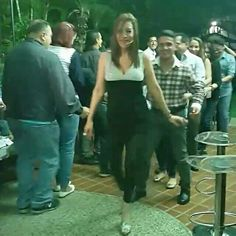 """#gracias al #maravilloso y afectuoso #público que nos acompañó #ÉsteSáb21/11 en #AmoresDeBarra en el Hotel @eurobuilding .  #Así bailaron """"La Conga"""" Qué placer verlos disfrutar ¡  Agradecida de permitirnos #Entretenerlos  #5Añosy3MesDeFuncionesIninterrumpidasEnCartelera  #igerscaracas #enccs #CenaTragosyDiversion"""