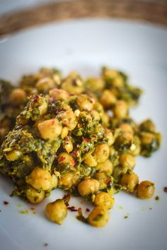 15 Minute Chickpea and Spinach Curry by Urvashi Roe