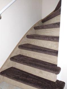Mooie trapbekleding landelijke uitstraling de trappenspecialist van Venlo Woningstoffeerderij R .van den Broek Trapbekleding al vanaf €150,00 incl. tapijt,leggen en lijm. Gratis offerte bel:06-16374514