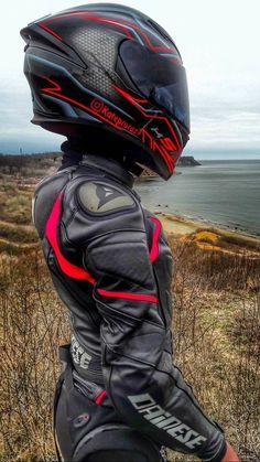 Save by Hermie - - Auto und Mädchen - Motos Motorbike Girl, Motorcycle Style, Motorcycle Outfit, Motorcycle Helmets, Dirt Bike Girl, Girl Bike, Lady Biker, Biker Girl, Motorbikes Women