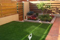 Decora tu jardín o terraza con césped artificial. #cesped #jardin #terraza #cespedartificial Terraces, Rooftop, Plants, Gardens, Astroturf, Architecture, Decks, Rooftops, Terrace