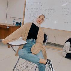 Modest Fashion Hijab, Modern Hijab Fashion, Street Hijab Fashion, Casual Hijab Outfit, Hijab Fashion Inspiration, Ulzzang Fashion, Hijab Chic, Muslim Fashion, Ootd Fashion