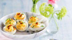 Paholaisen munat – lyömätön alkupala valmistuu hetkessä! – Kotiliesi.fi Guacamole, Good Food, Eggs, Breakfast, Lovers, Morning Coffee, Egg, Healthy Food, Egg As Food