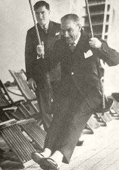 Mustafa Kemal Atatürk çocuk ruhlu güzel insan