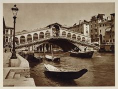 This is an original 1925 photogravure of the Ponte di Rialto in Venice. (Venezia, Venedig, Venise, Venecia) Photograph by Kurt Hielscher. Period Paper is pleased to offer an exceptional collection of