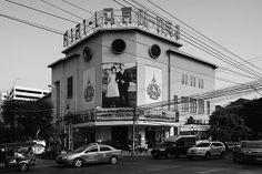 """""""ศาลาเฉลิมกรุง"""" ออกแบบโดย หม่อมเจ้าสมัยเฉลิม กฤดากร และอาจารย์นารถ    โพธิประสาท พ.ศ. 2476 / """"Sala Chalermkrung Royal Theatre"""" Designed by M.C. Samaichalerm Kridakorn and Teacher Nad Phoprasart Since 1933 #SCG #SCG100years #Architecture #Thailand"""