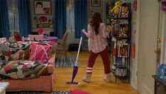 """S4 Ep1 """"Young & Hawaii"""" - """"I like to live alone.""""  #YoungAndHungry"""