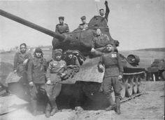 Советские танкисты и танк Т-34-85