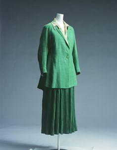 Day Dress Redfern c. 1915. http://www.kci.or.jp/archives/digital_archives/detail_121_e.html#