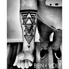 WWW.BENVOLTTATTOO.COM : Photo