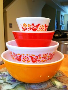 My newest thrifting obsession: Pyrex- Friendship pattern items ...