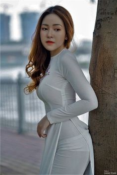 Ao Dai, Cute Asian Girls, Beautiful Asian Women, Asian Woman, Beauty Women, Asian Beauty, Sexy Women, Outfit, Fashion Fashion