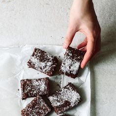 heavenly coconut brownies made by @aboutvictoriaslittlesecrets #apfelgegenbirne
