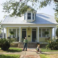Exterior House Colors With Metal Roof Bricks 65 Ideas Yellow House Exterior, Exterior Paint Colors For House, Paint Colors For Home, Cottage Exterior, Exterior Colors, Metal Roof Houses, House Roof, Craftsman Style Bungalow, Craftsman Homes