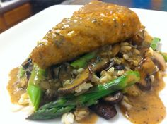 Tempeh over Rice with Mushrooms, Asparagus, and Vegan Gravy. Who needs meat when vegan gravy is so good? #vegan